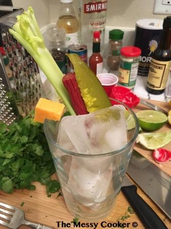 cup-preparebloody-mary